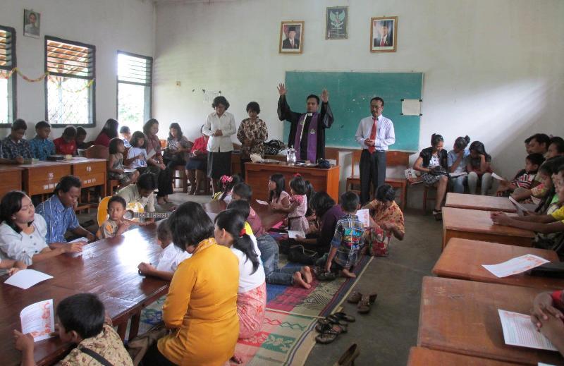 Pelayanan Perjamuan Kudus Anak di GKSBS Pugungraharjo